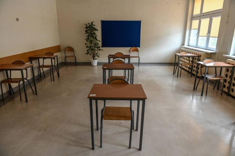 Protest uczniowski: obawiają się powrotu do szkoły przed wakacjami! MEiN podało, kiedy kolejne klasy wracają do nauki stacjonarnej