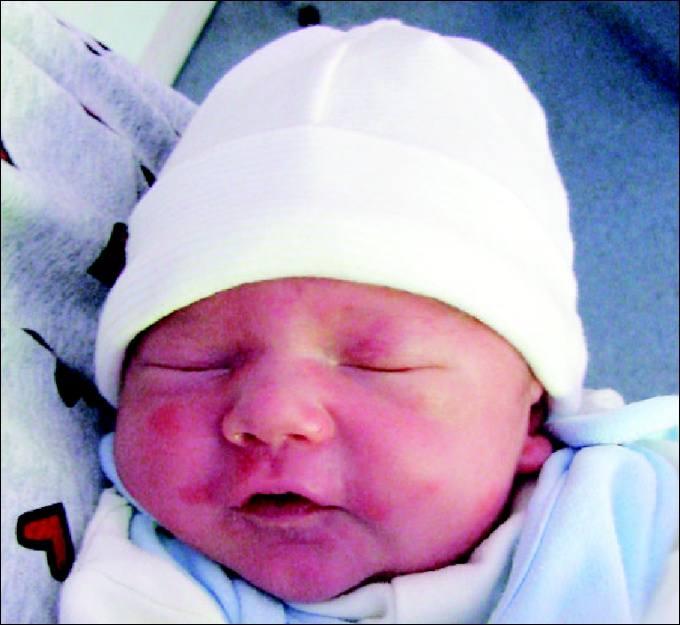 Milosz to pierwsze dziecko Moniki i Artura Tomaszewskich z Wyszkowa.Chlopiec urodzil sie 2 maja, wazyl 3660 g i mierzyl 56 cm.