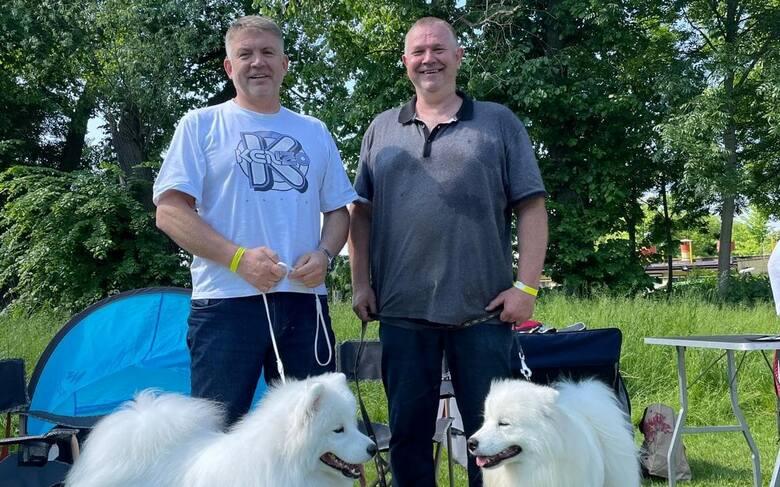 Dwaj obrotowi Iskry Kielce, Dariusz Wcisło (z lewej) i Wiktor Jaszczuk spotkali się na wystawie psów w Krakowie.