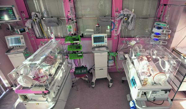 Bracia bliźniacy, którzy urodzili się z białaczką, walczą o życie na oddziale intensywnej terapii szpitala im. Konopnickiej.