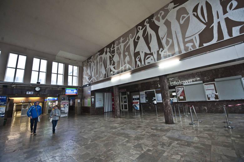 Stary dworzec w Koszalinie ma być wyburzony ( z zachowaniem - jak podkreślił wiceminister - zabytkowych elementów elewacji).
