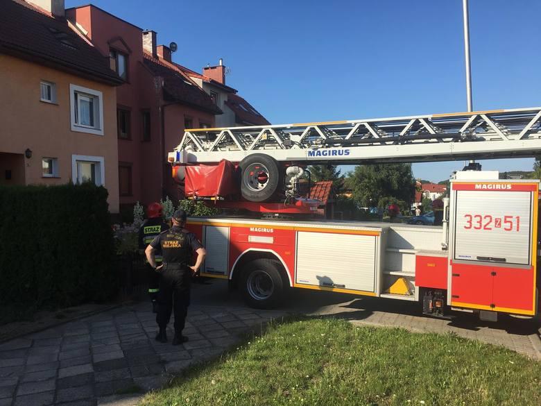 Do pożaru doszło po godzinie 17 w jednym z domków na ulicy Wąwozowej w Koszalinie. Na szczęście nikt nie ucierpiał, a pożar szybko udało się ugasić.