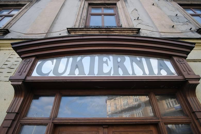 Mieszkańcy Przemyśla na pewno pamiętają cukiernię (powstała w 1974 r.) i restaurację w kamienicy na Placu Konstytucji 3 Maja. To ścisłe centrum miasta.
