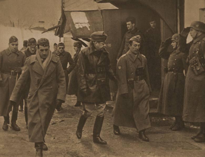 Wysłannik Franco wizytuje oddziały Błękitnej Dywizji na froncie