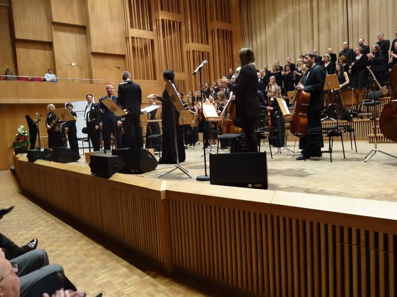 Sinfonietta Polonia, soliści, Neue Berliner Chor i dyrygent Wojciech Rodek podczas berlińskiego koncertu