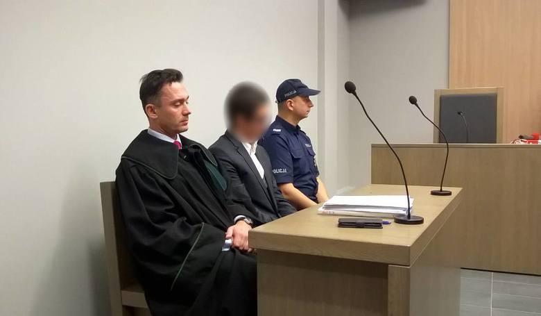 Adwokat Jakub B. został skazany na dwa lata więzienia za oszukanie biznesmena Grzegorza Kozłowskiego. Wyrok roku więzienia w zawieszeniu na dwa lata usłyszała też jego żona Anna B., która również jest adwokatem. Oboje chcieli dobrowolnie poddać się karze.<br /> <br /> Prokuratura oskarżyła...