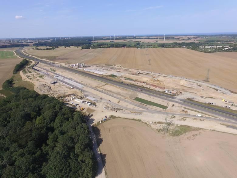 Jak przebiegają prace przy budowie drogi S6 na odcinku Ustronie Morskie-Koszalin? Zobaczcie najnowsze zdjęcia!