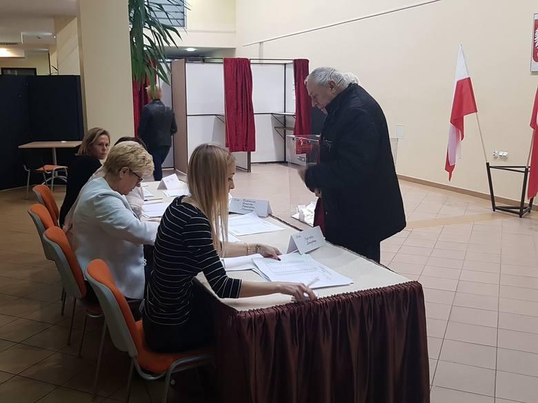Wybory samorządowe 2018. Druga tura w Kołobrzegu, Białogardzie, Drawsku, Szczecinku i regionie. Frekwencja na godzinę 17