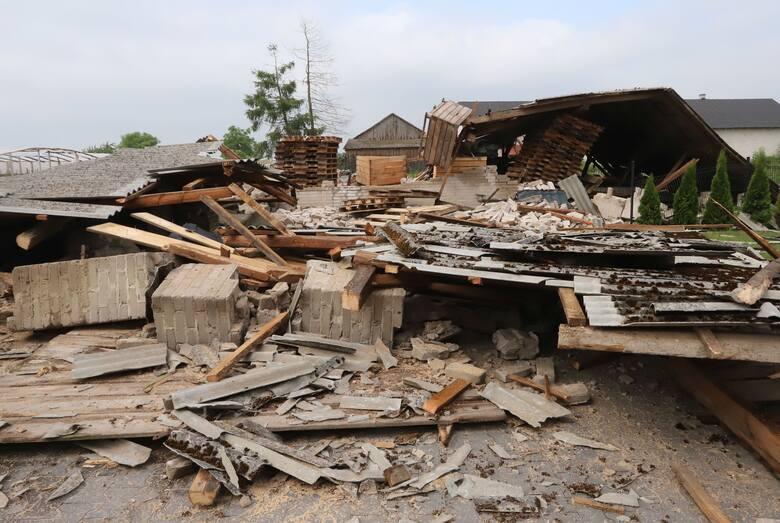 We wtorek, 22 czerwca gwałtowna wichura uderzyła po południu, niszcząc po drodze tunele foliowe, budynki gospodarcze, deszcz zalewał pola. Nawałnica