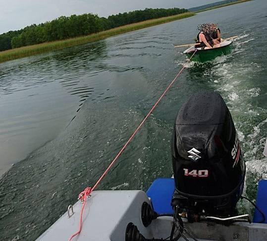 Policjanci wodni pomogli turystom wrócić do brzegu. Niebezpieczne warunki atmosferyczne mogły doprowadzić do tragedii (zdjęcia, video)