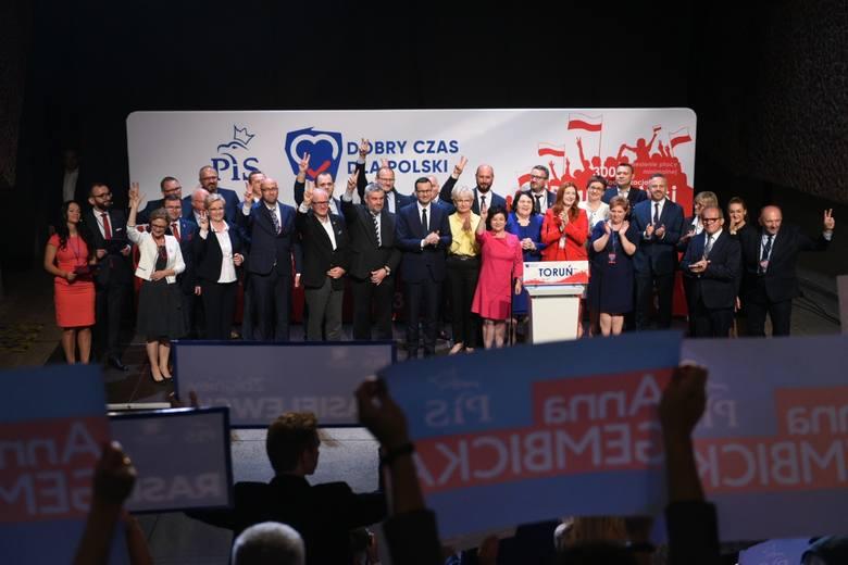Po wystąpieniach premiera oraz ministra rolnictwa, na scenę wyszli  kandydaci pis w nadchodzących wyborach