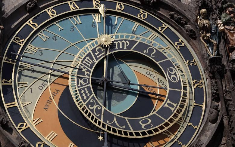 Jakie są najlepsze prezenty dla znaków zodiaku? Jak dobrać prezent do znaku zodiaku. Co kupić dziewczynie, chłopakowi, żonie, mężowi? Co innego ucieszy