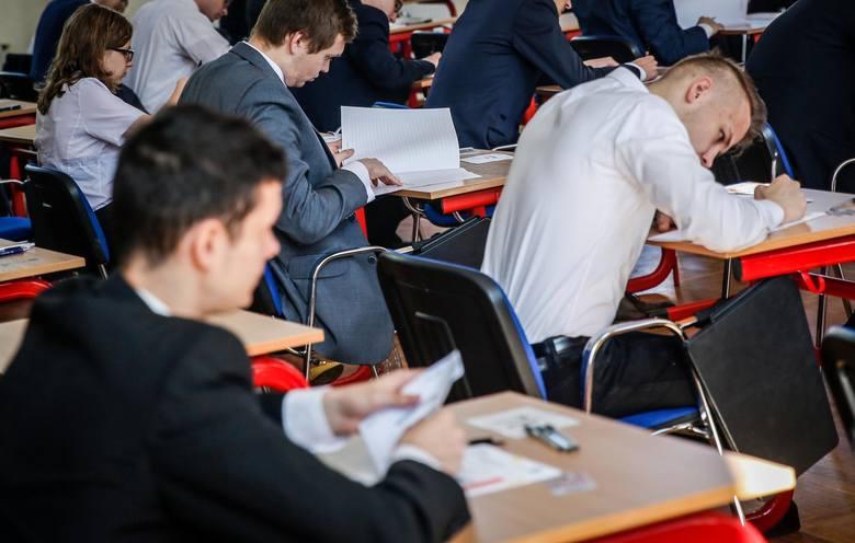 Państwowa matura zaczyna się 4 maja 2020 r., ale już 19 listopada 2019 r. będzie można zdawać próbne egzaminy przygotowane  przez jedno z wydawnictw