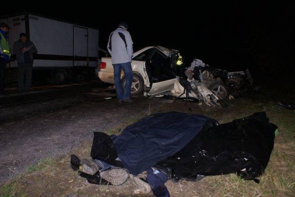 Do tragedii doszlo tuz przed polnocą w nocy z poniedzialku na wtorek na drodze krajowej nr 19 niedaleko miejscowości Podkamionka.