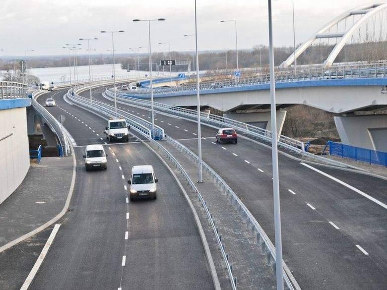 Samochody ruszyły! Most w Toruniu oddany do użytku [zdjęcia, wideo]