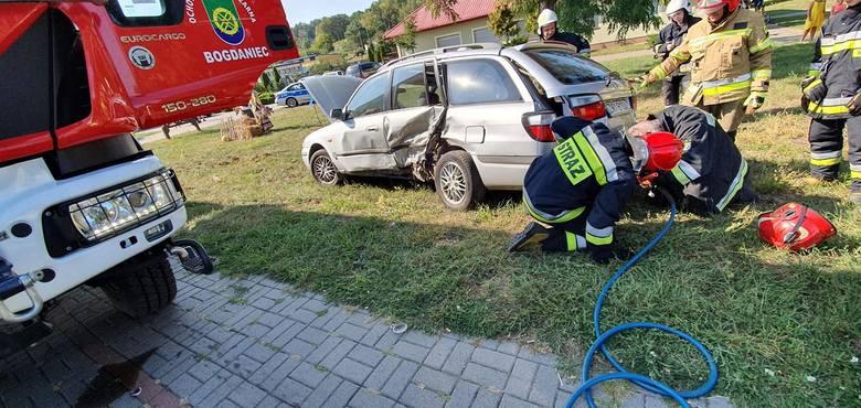 Do groźnego wypadku doszło w sobotę, 31 sierpnia, w podgorzowskim Łupowie. Na ul. Słowackiego zderzyły się dwa samochody osobowe. Jedna osoba została
