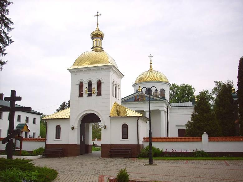 Klasztor powstał najpóźniej w końcu XV w. Według legendy o jego założeniu przesądziło cudowne pojawienie się ikony św. Onufrego nad Bugiem. Dzięki nadaniom