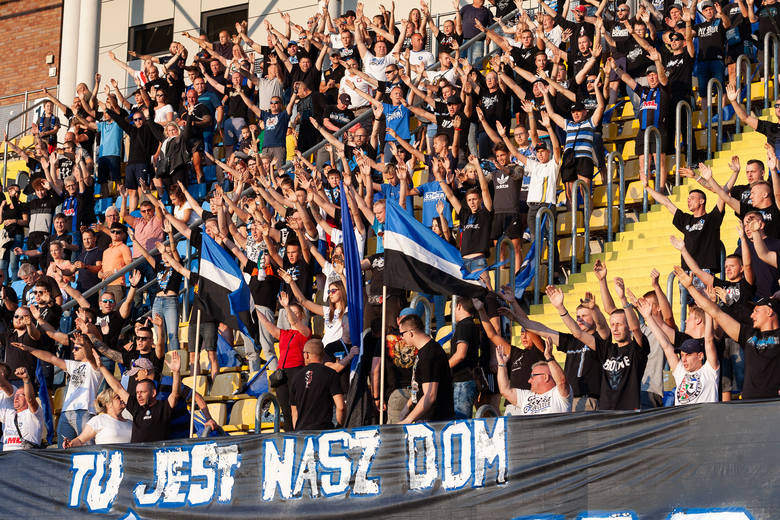 W środę o godz. 19.00 przed trybuną B stadionu Zawiszy przy ul. Gdańskiej odbyła się prezentacja zespołu Zawiszy, beniaminka IV ligi.Trybuna B znów należała