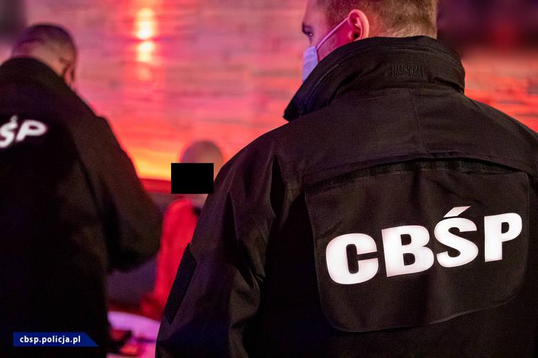 Ponad 100 policjantów z CBŚP, KSP, BSWP, KWP z Łodzi, Radomia i Poznania wzięło udział w rozbiciu zorganizowanej grupy przestępczej i likwidacji agencji