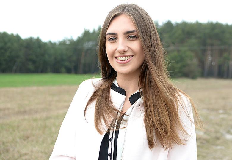 Oliwia Bukowska to kandydatka do tytułu Miss Ziemi Radomskiej 2019 z numerem 7. Jej pasją jest aktorstwo oraz makijaż sceniczny. Uśmiechnięta i pełna