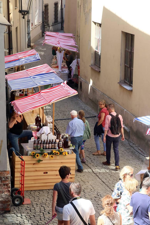 Na ul. Szambelańską w Lublinie wraca życie. Ruszył targ produktów lokalnych. Zobacz zdjęcia