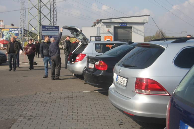 Blisko połowa Polaków przyznaje, że samochód stanowi dla nich wyznacznik statusu społecznego. Przy wyborze zwracamy uwagę nie tylko na cenę, parametry