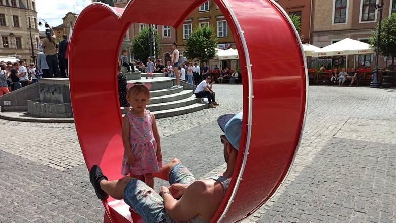 Dziś Dzień Ojca. Na Rynku w Grudziądzu możesz sobie zrobić pamiątkowe zdjęcie z tatą