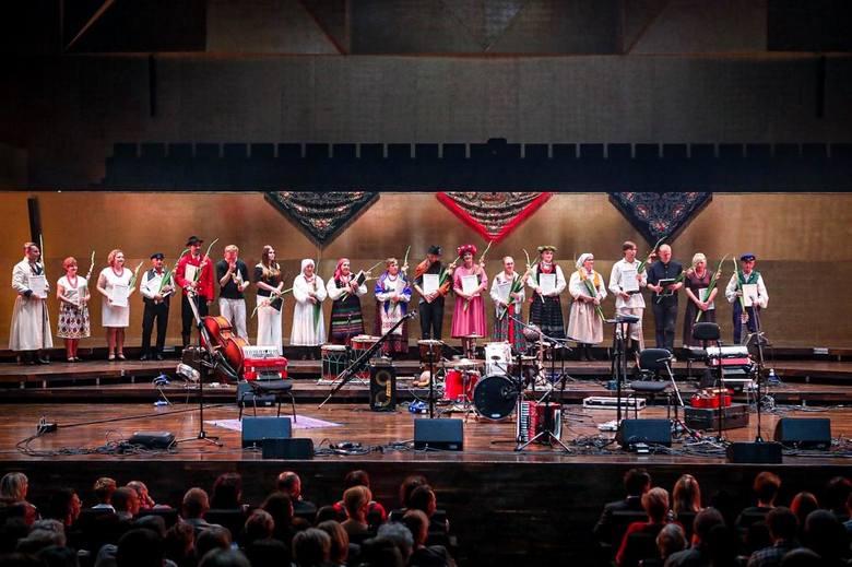 Podczas ogólnopolskiego turnieju podlascy tancerze zawirowali w oberkach, walczykach i kujawiakach.
