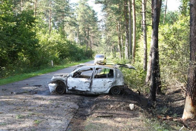 Radziwiłówka-Mielnik. Śmiertelny wypadek. 33-latek spalił się w rozbitym clio (zdjęcia)