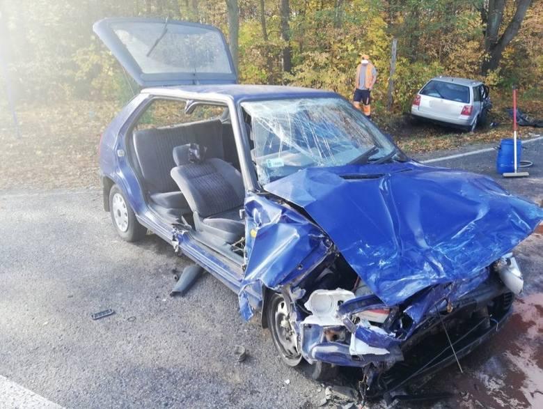 Wypadek miał miejsce w poniedziałek na DK nr 77 w Kopkach koło Niska.Ze wstępnych ustaleń wynika, że kierująca volkswagenem, wyjeżdżając z drogi podporządkowanej