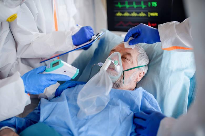 W analizowanej grupie przypadków śmiertelnych aż 72,9% stanowili mężczyźni po 50. roku życia.