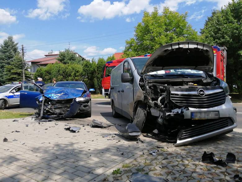 Do zderzenia opla i hondy doszło na ul. Rocha w Rzeszowie - poinformował nas Internauta na alarm@nowiny24.pl.Do zdarzenia doszło ok. godziny 11:25. Kierujący