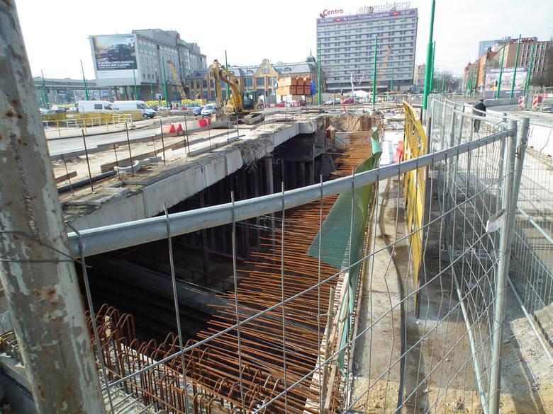 Śledztwo ws. niegospodarności przy przebudowie Ronda Kaponiera zostało zainicjowane zawiadomieniem NIK z 2016 roku.