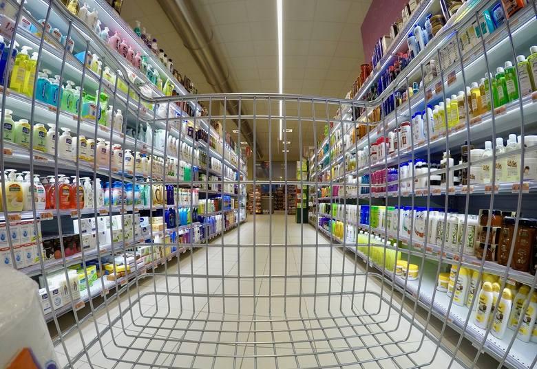 Chodzi o sieć sklepów spożywczo-przemysłowych ABC.ABC to największa sieć handlowa w Polsce. W całym kraju ma 8600 sklepów (Żabka niespełna 6000). Sklepy