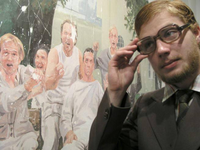 Michał Stachyra, artysta, pochodzi z Lublina, jest rodzinnie związany z Kazimierzem Dolnym. Stworzył Studio KZMRZ i fundację, by animować życie kult