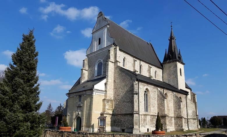 Historia Skalbmierza jest bardzo mocno związana z kościołem pod wezwaniem świętego Jana Chrzciciela w Skalbmierzu. Jak miasto i jej symbol wyglądały