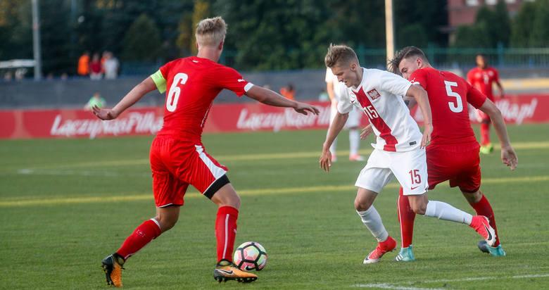 Polska remisuje bezbramkowo ze Szwajcarią w meczu reprezentacji U-20 w Rzeszowie.
