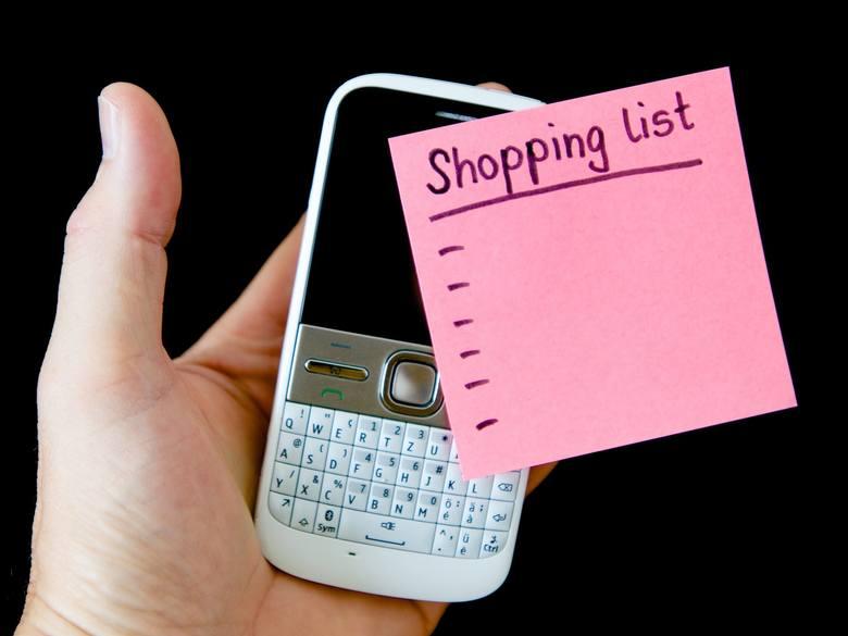 Wracasz z zakupów z pełnymi siatkami i orientujesz się, że nie kupiłeś tego, czego chciałeś? To standard. Rób listę zakupów i staraj się jej trzymać.