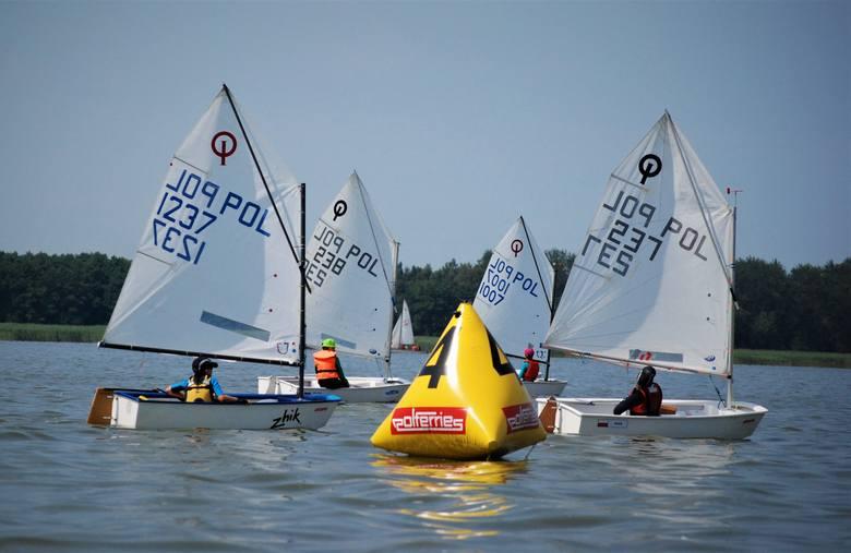 W sobotę, 20 lipca, niemal 40 żeglarzy z dziesięciu klubów z całej Polski stanęło do rywalizacji na Jamnie. Bałtycki Puchar Klas organizuje Jacht Klub