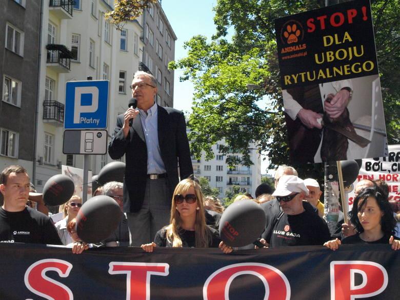 Warszawa, manifestacja przeciw ubojowi rytualnemu w czerwcu 2013 roku
