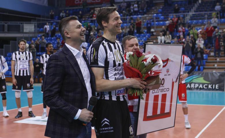 Były siatkarz Asseco Resovii, Jochen Schoeps został pożegnany przed meczem ze Stade Poitevin Volley-Beach, którego barwy obecnie reprezentuje