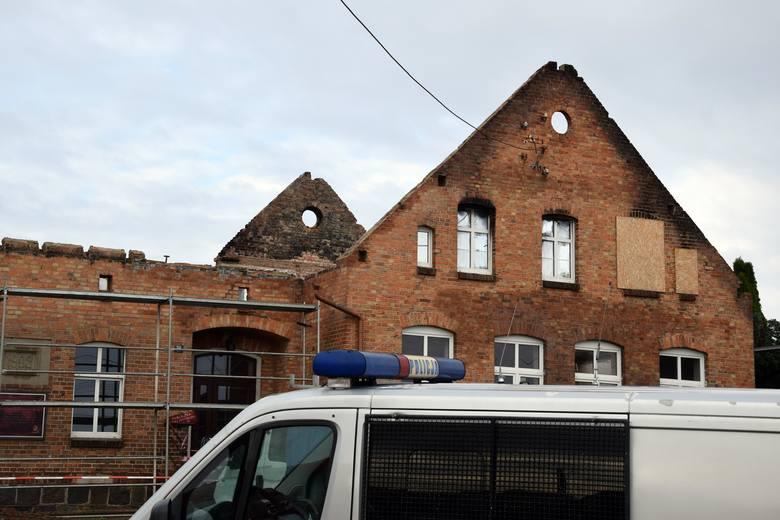 Dzisiaj (piątek) w Łąkiem (gm. Lipnica) doszło do wypadku w czasie prac remontowych w budynku dawnej szkoły. Na trzech pracowników przewróciła się szczytowa