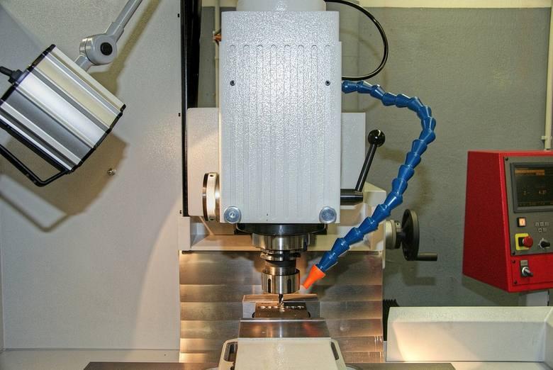 Pensjom operatorów CNC, czyli maszyn sterowanych numerycznie w poszczególnych regionach kraju przyjrzeli się specjaliści z portalu wynagrodzenia.pl.