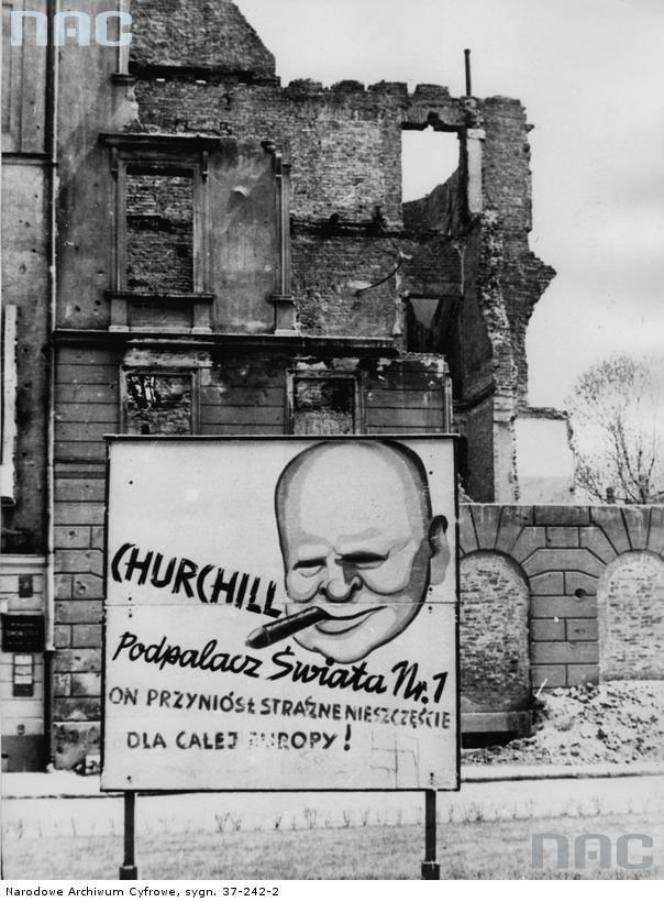 """Plakat przedstawiający brytyjskiego premiera Winstona Churchill`a na tle ruin.<br /> <font color=""""blue""""><a href="""" http://www.audiovis.nac.gov.pl/obraz/116563/2f9408cf38524e55bd83a3c2c0ecaa5c/""""><b>Zobacz zdjęcie w zbiorach NAC</b></a> </font>"""