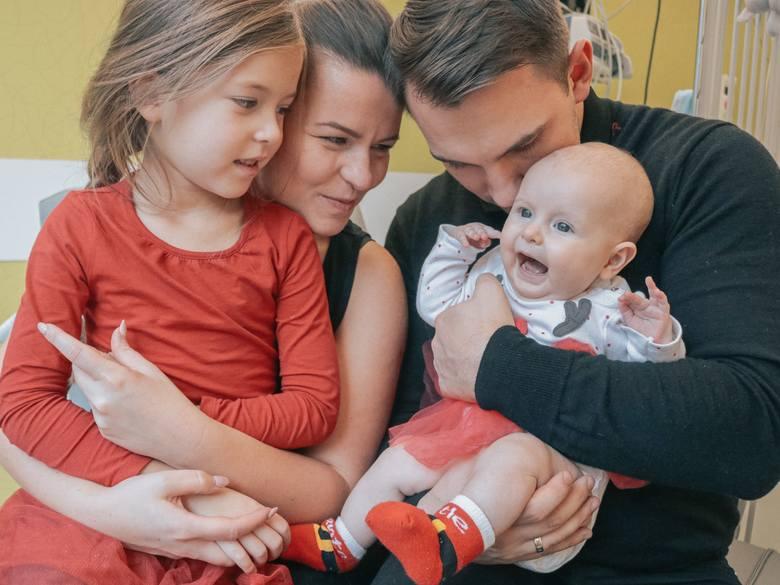 O wsparcie Julki proszą rodzice i jej starsza siostra, Laura. Zbiórka prowadzona jest na stronie www.zrzutka.pl/sercejulki