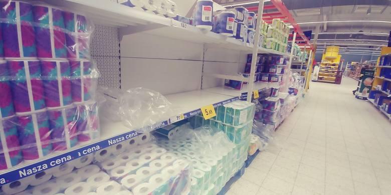 Gdy WHO w środę ogłosiło pandemię (dotychczas mówiliśmy o epidemii koronawirusa) ludzie szturmem ruszyli na zakupy. A może nawet po... zapasy. - Ludzie