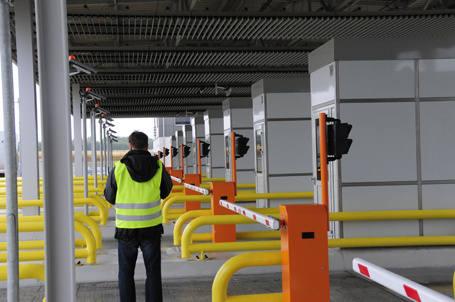 Od wczoraj kierowcy płacą za przejazd A2 ze Strykowa do Konina. Płacą i narzekają, bo nie dość, że drogo to jeszcze dwa odcinki są remontowane.