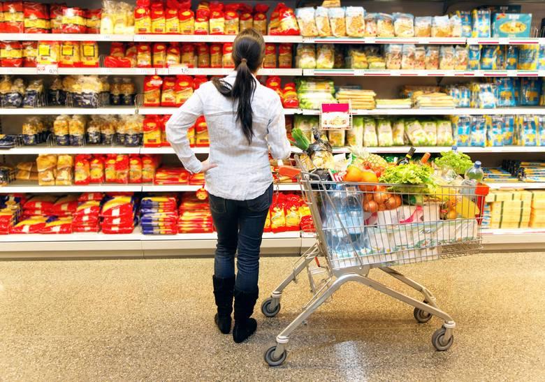 Robiąc zakupy spożywcze, zawsze zwracajmy uwagę na to, jak długo wybrany przez nas produkt będzie przydatny do spożycia.