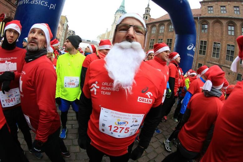 Bieg Świętych Mikołajów w Toruniu [ZDJĘCIA]
