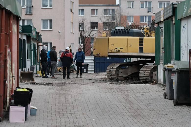 Do zbrodni na Dębcu, o którą oskarżony zostanie Tomasz J., doszło w marcu 2018 roku. Zniszczona kamienica została później rozebrana.